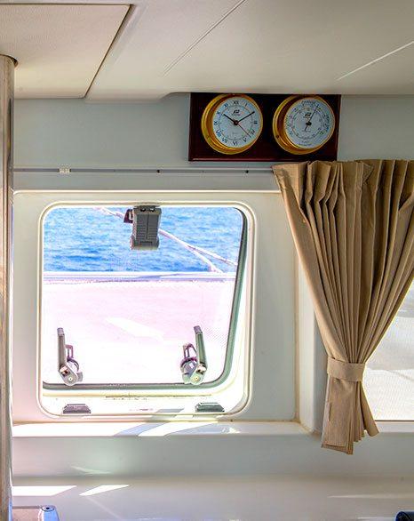 sailing-athens-yacht-inside